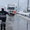 تردد در گردنه هاي  - صائين -  و  - اسالم -  با زنجير چرخ امكان پذير است -  امداد رسانی پلیس اردبیل به 242 نفر از رانندگان گرفتار در برف و كولاك