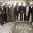 حجت الاسلام تهامی مدیرکل زندانهای قم به مناسبت دهه مبارک فجر با خانواده شهدا دیدار نمودند