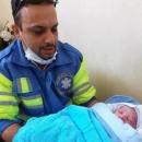 نوزاد عجول قمی در خودروی اورژانس به دنیا آمد