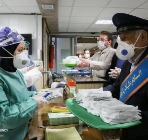تصاویر اهدا تبرکی آستان قدس رضوی و حرم حضرت عباس(ع) در بیمارستان کامکار